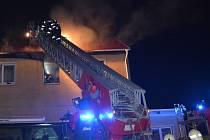 Hasiči zasahovali u požáru ubytovny ve Vrapické ulici.