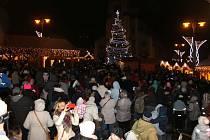 Vánoční strom v Kladně splní přání stovkám dětí.