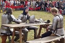 Při slavnostech na Budči budou v pondělí k vidění také středověcí šermíři.