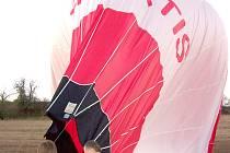 Josef Capoušek patří mezi nejzkušenější vzduchoplavce. Takzvaný vítr splachovák ho ale tentokrát přemohl.