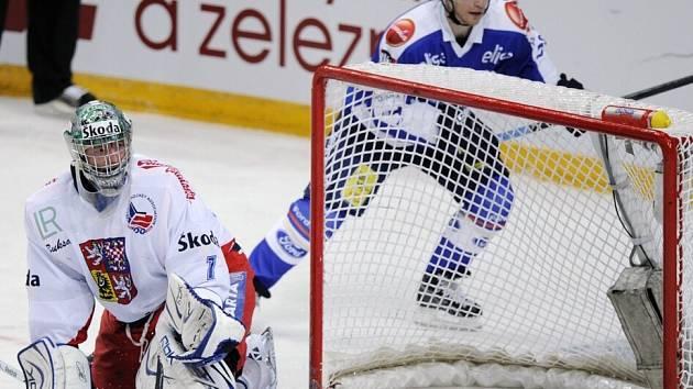 Niko Kapanen se právě raduje z branky za zády Miroslava Kopřivy