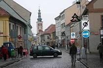 Husova ulice ve Slaném - pěší zóna zvaná Londa