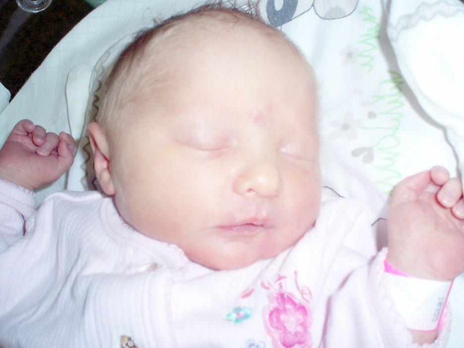 Nela Petrů, Kalupy nad Vltavou. Narodila se 27. května 2013. Váha 3 kg, míra 49 cm. Rodiče jsou Marcela Běla Petrů a Peter Petrů (porodnice Slaný).
