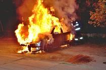 PLAMENY AUTO  zničily. Vznikla škoda 60 tisíc.