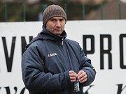 Utkání přihlížel i šéftrenér kladenské mládeže Jan Suchopárek / SK Kladno  - FK Příbram 2:4 (1:2), příprava ml. dorost - 13.3.2010 UT Kladno