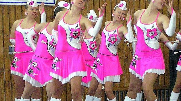 Květinky Kladno mohly slavit prvenství i v kategorii Baton juniorky. Nakonec skončily druhé za dívkami z DDM Klíč Jaroměř.