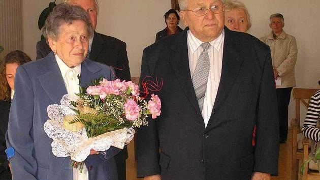SVÉ ANO si včera manželé Frolíkovi zopakovali po šedesáti letech v obřadní síni Obecního úřadu v Kačici.