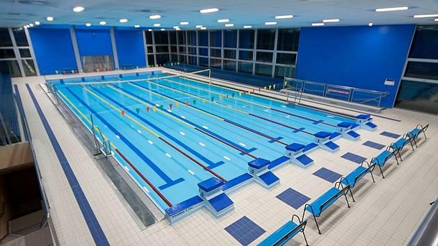 Plavecký bazén v kladenském aquaparku.
