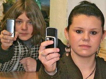 Žáci mšenské základní školy mají mobily v hodinách zakázané školním řádem stejně jako děti ve většině základních a středních škol na Kladensku.