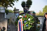 Poklonit se památce prvního československého prezidenta Tomáše Garrigue Masaryka přijeli v pondělí 14. září do Lán přední političtí představitelé, ale také zástupci Sokola a dalších organizací.