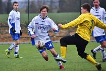 Dorost SK Kladno (v bílém) zazářil v přípravě, když dospělému béčku SK Rakovník nasázel debakl 11:0.