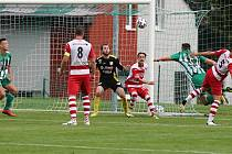 Míč míří do branky hostí, za sekundu exploduje gejzír zelenobílé radosti, branka byla vítězná // Sokol Hostouň - Povltavská FA 1:0 (0:0), ČFL, 29. 8. 2021