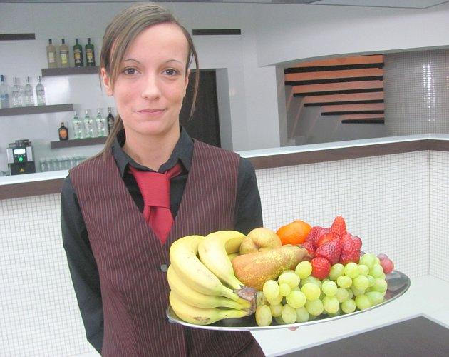 O SPOKOJENOST HOSTŮ  slavnostního otevření galerie se starala také Tereza Šímová ze Družce.