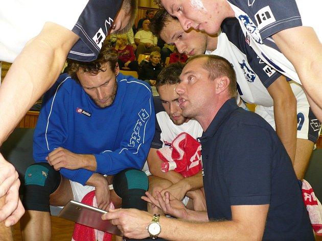 Trenér Kladna Jan Svoboda sice radami nešetřil, přesto mohl být spokojený jak s výsledkem, tak výkonem týmu.