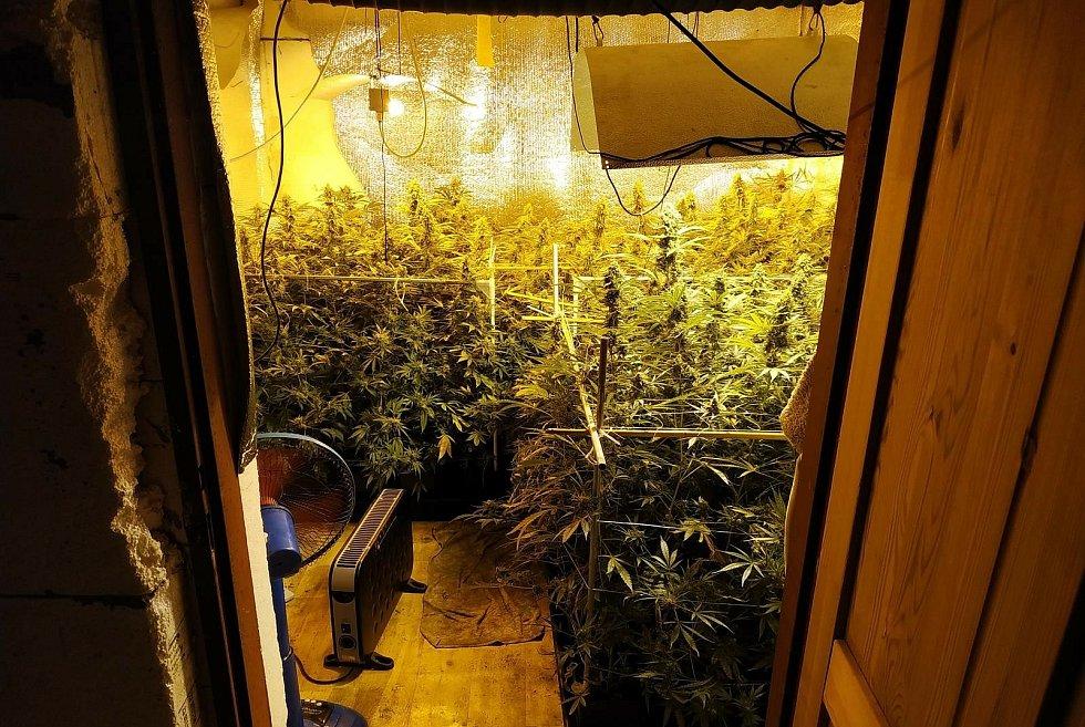 Kladenští kriminalisté dopadli drogové dealery.