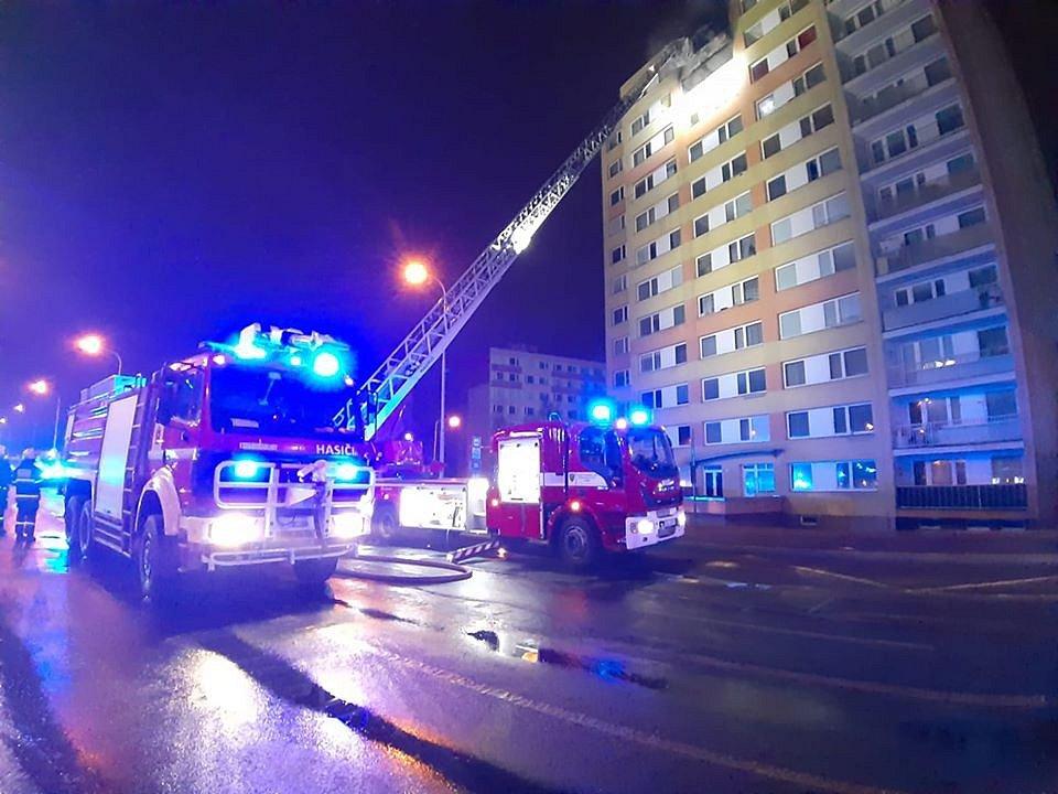 Požár výškové budovy v Kladně v Americké ulici.