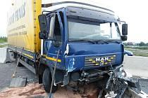 Nehoda nákladního automobilu na Fialce.