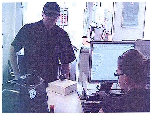 PACHATELE PŘEPADENÍ banky ve Slaném zaznamenala bezpečnostní kamera. Získané záběry také pomohly policistům k jeho dopadení.