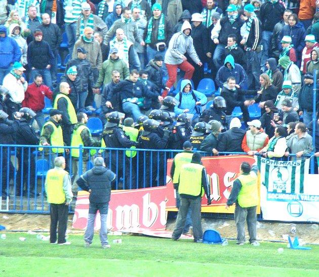 Na fotbalovém stadionu SK už budou policisté k vidění jen při mimořádných událostech. Loni byly problémy s fanoušky Bohemians 1905, v sobotním zápase s Bohemians Praha ale očekávány nejsou.