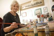 Daniela Benešová žačka Emila Filly oslaví devadesáté narozeniny výstavou svých obrazů.
