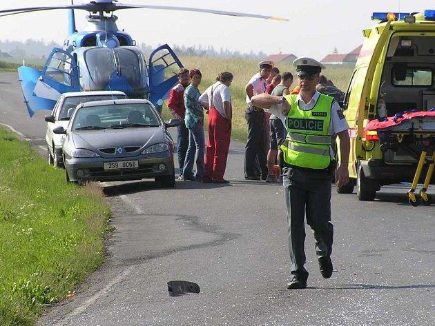 U nehody musel zasahovat i vrtulník.