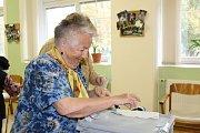 Voleb se zúčastnili také senioři z kladenského domova pro seniory sídlícího v ulici Františka Kloze.