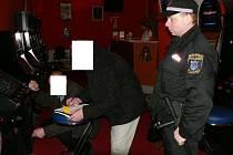Automat bez povolení kontroloři objevili v provozovně v ulici Ivana Olbrachta v Kladně.