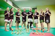 Letošní sbírka trofejí Fight areny.