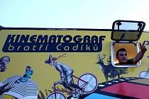 POJÍZDNÝ KIMENATOGRAF bratří Čadíků brázdí po celé České republice.