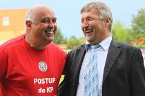 Stanislav Šulc (vlevo) s jiným předsedou klubu - slánským Zdeňkem Hořejším.