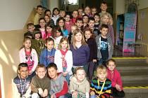 KNIŽNÍ ÚTULEK se nachází ve staré budově Základní školy Oty Pavla v Buštěhradu.