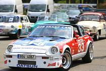 STŘEDOČESKÝM KRAJEM projede třiašedesát historických automobilů.
