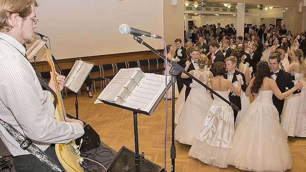 Kurzy tance a společenské výchovy ve slánském Grandu