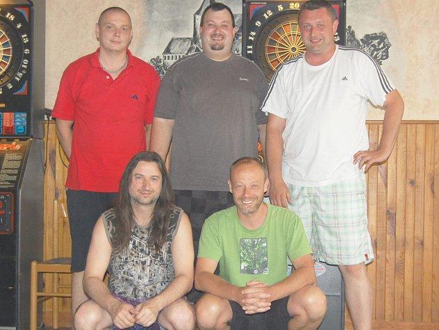 Na snímku je tým Rozdělovský Péčko. Vpředu  zleva Jiří Krejčí a Tomáš Ježek, za nimi Jiří Heber, Pavel Nicek Tomáš Grassl.
