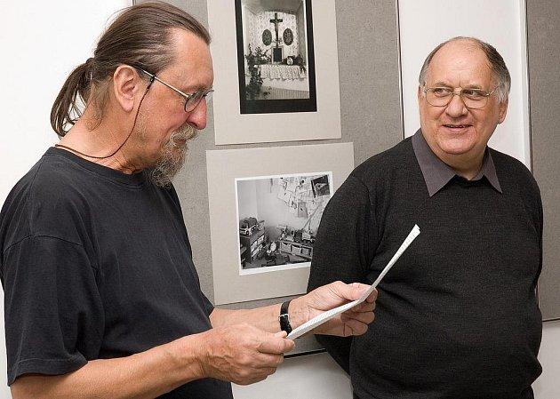 Jiří Hanke uvedl v Malé galerii České spořitelny v Kladně výstavu Karla Kuklíka (vpravo).