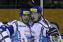 Radost střelce vyrovnávací branky Víti Bílka (vlevo) // HC Vagnerplast Kladno - HC Mladá Boleslav 4:3, O2  ELH 2010/11, hráno 11.3.2011