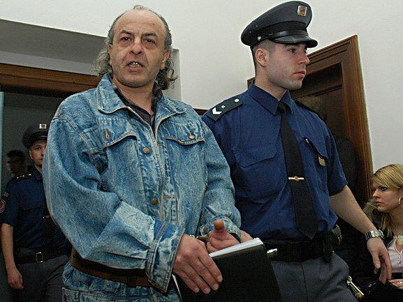 Vraždu důchodkyně a znásilnění jiné nemám na svědomí, tvrdí od svého zadržení obžalovaný Kasan. Za velmi podobný skutek si ale již odseděl 13,5 roku.