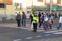 Kladenští strážníci dohlížejí na bezpečnost na přechodech.