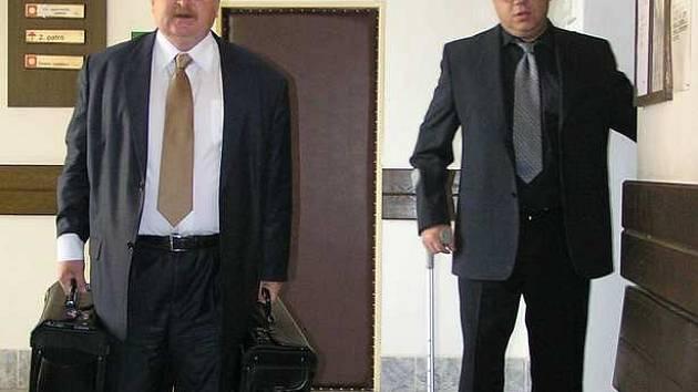 Marko Stehlík (vpravo) se svým advokátem.