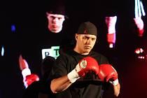 Noc válečníků 10 završila 5 let existence tohoto úspěšného kladenského festivalu bojových umění v režii Pavla Hakima Majera. Vladimír Řezníček
