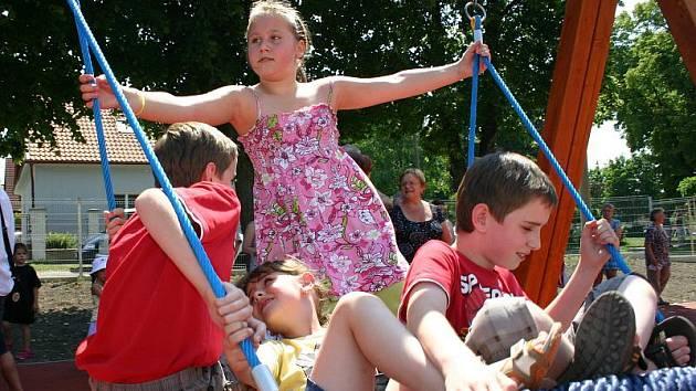 Slavnostní otevření víceúčelového sportovního a dětského hřiště ve Velvarech