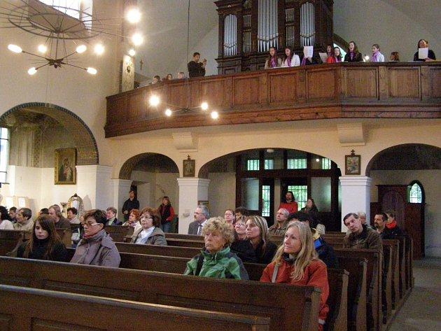 Noc kostelů se letos konala také v kostele sv. Mikuláše v Kladně-Hnidousích.