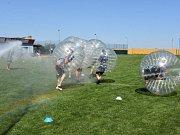 K vidění byly například zápasy v Bumper ballu nebo výcvik medvěda.