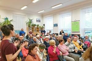 Setkání s občany se konalo Motyčíně, lidé chtějí chodníky, parkoviště i sportovní halu.