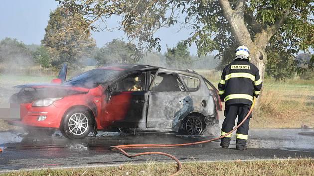 Požár auta u Kladna.