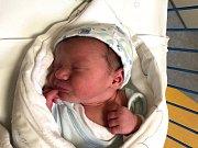 VÁCLAV PEHR, LOUNY. Narodil se 31. prosince 2018. Po porodu vážil 3,76 kg a měřil 52 cm. Rodiče jsou Kristýna Spišáková a Josef Pehr. (porodnice Slaný)