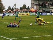 Po zákroku následovala sporná penalta ... // Sokol Hostouň - SK Kladno 1:3, Divize B, 8. 10. 2017