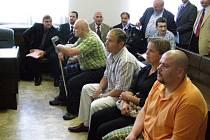 Celkem jedenáct bývalých dopravních policistů je obžalováno z trestného činu zneužití pravomocí veřejného činitele. Soudní proces bude pokračovat ve čtvrtek 12. června.