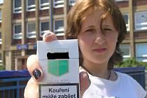 Třináctiletá Denisa nakoupila i cigarety.