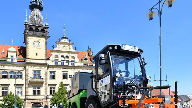 Ekologická likvidace plevele a špíny v Kladně.